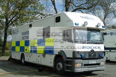 thames valley police mounted section horsebox cops uk emergency services windsor berkshire england english angleterre inghilterra inglaterra united kingdom british