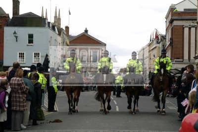 mounted police crowd control royal wedding windsor cops uk emergency services horses berkshire england english angleterre inghilterra inglaterra united kingdom british