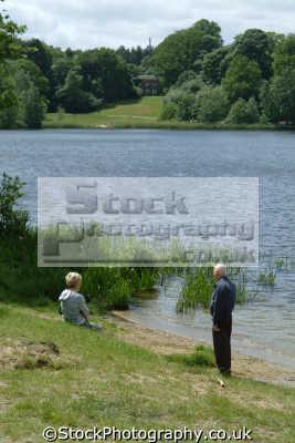 virginia water elderly couple bank london parks capital england english uk berkshire angleterre inghilterra inglaterra united kingdom british