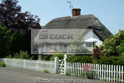 thatched cottage chilterns countryside houses british housing homes dwellings abode architecture architectural buildings uk quaint buckinghamshire bucks england english angleterre inghilterra inglaterra united kingdom