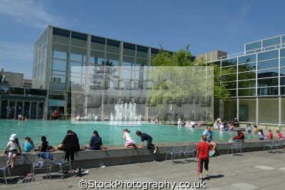 milton keynes fountain pool queens court midlands england english uk buckinghamshire bucks angleterre inghilterra inglaterra united kingdom british