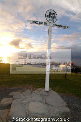 john groats signpost saying land end 874 miles uk coastline coastal environmental sunset highlands islands scotland scottish scotch scots escocia schottland great britain united kingdom british