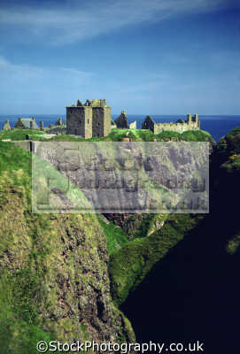 dunnottar castle stonehaven near aberdeen scotland scottish castles british architecture architectural buildings uk marischal mel gibson oliver cromwell cowdray crown jewels aberdeenshire scotch scots escocia schottland great britain united kingdom