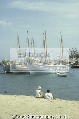 egyptian sambuks traditional large arab dhow cargo boats men port sudan harbour red sea fishing marine misc. indian ocean egypt pharoh middle east sudanese