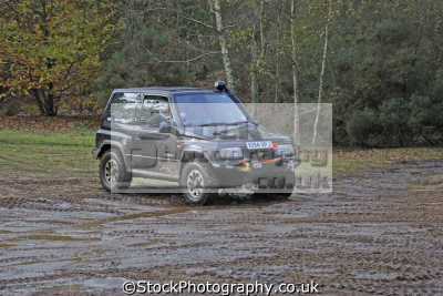 suzuki vitara 4wd broxhead common bordon drive round. wheel club awdc uk. towing ball manoeuvring trailers uk off-road off road offroad motoring driving motor cars automobiles transport transportation hampshire hamps england english great britain united kingdom british