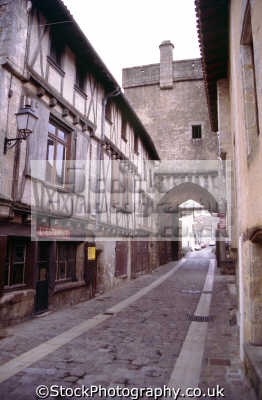 gateway saint jacques parthenay france. french buildings european travel deux-sevres deux sevres deuxsevres poitou-charentes poitou charentes poitoucharentes half-timbered half timbered halftimbered mediaeval melusine pont porte st-jacques st jacques stjacques france la francia frankreich europe