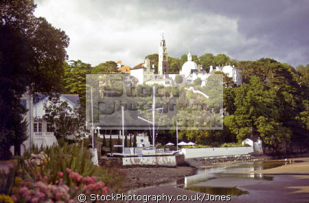portmeirion stone boat amis reunis beach. portmerion british architecture architectural buildings uk gwynedd wales portafino porthmadog portmadoc village snowdonia patrick mcgoohan number prisoner clough willams ellis welsh país gales great britain united kingdom