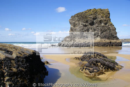 bedruthan steps cornwall british beaches coastal coastline shoreline uk environmental sandy beach sea cliffs atlantic ocean rollers breakers turquoise cave rocky shore cornish england english great britain united kingdom