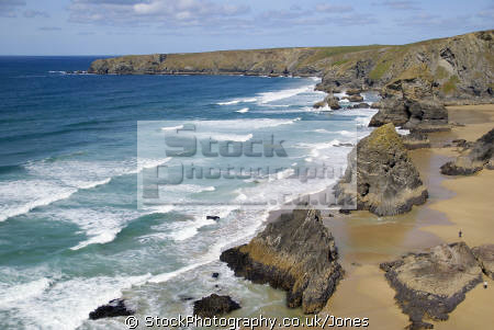 bedruthan steps near newquay cornwall british beaches coastal coastline shoreline uk environmental sandy beach sea cliffs atlantic ocean rollers breakers turquoise cave rocky shore cornish england english great britain united kingdom
