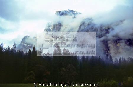 yosemite valley half dome rain california american yankee travel weather meteorology john muir np national park merced river cloud mist californian usa united states america