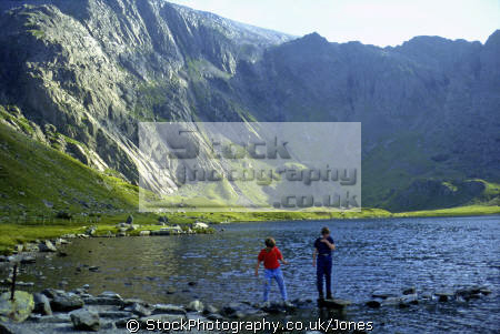 glyder fawr devil kitchen snowdonia taken llyn idwal. mountains countryside rural environmental uk lake mountain stepping stones wales conwy welsh país gales great britain united kingdom british