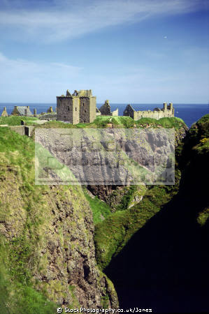 dunnottar castle near aberdeen scotland scottish castles british architecture architectural buildings uk marischal mel gibson oliver cromwell cowdray crown jewels aberdeenshire scotch scots escocia schottland great britain united kingdom