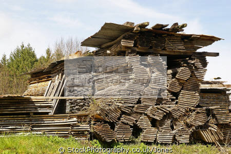 piles hardwood seasoned. spotted village corrèze limousin france french european travel correze timber woodpile millevaches monédières monedieres la francia frankreich europe