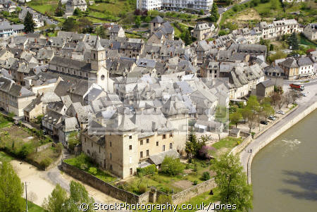 town entraygues-sur-truyere entraygues sur truyere entrayguessurtruyere french landscapes european travel midi-pyrenees midi pyrenees midipyrenees auvergne aveyron river gorges lot france la francia frankreich europe