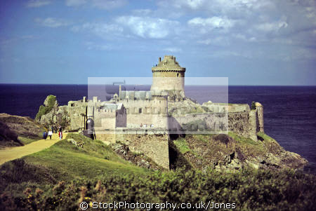 fort la latte brittany france french buildings european travel castle fortified crenellated cap fréhel frehel st malo mediaeval atlantic bretagne francia frankreich europe