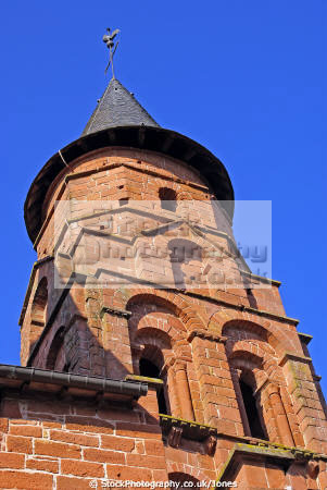 church tower st pierre collonges-la-rouge collonges la rouge collongeslarouge limousin france french buildings european travel eglise red sandstone vine touristic picturesque correze ancient mediaeval medaeval la francia frankreich europe