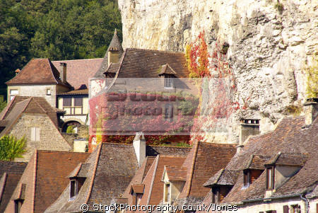 rooftops la roque-gageac roque gageac roquegageac river dordogne france french buildings european travel aquitaine cliffs limestone yellow ancient mediaeval medaeval perigord noir pendolles cingle promenade virginia creeper ivy francia frankreich europe