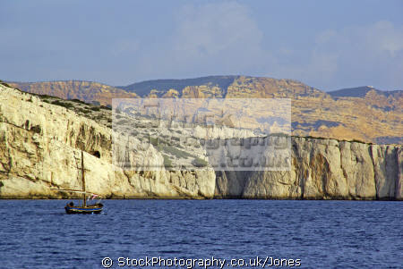traditional provencale fishing boat cliffs cap canaille distance. provence cote azur riviera mediterranean south french european travel bouches-du-rhône bouches du rhône bouchesdurhône france bateau geology provence-alpes-côte provence alpes côte provencealpescôte la francia frankreich europe
