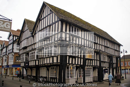 Evesham the 15th century round house for Half round buildings
