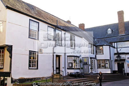 crown courtyard evesham half timbered buildings historical uk history british architecture architectural hairdressers nightclub solicitors lawyer arch passageway worcestershire england english great britain united kingdom