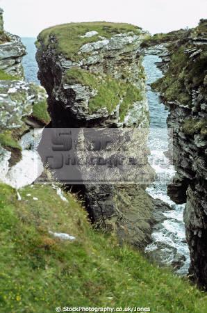 isle skye sea stacks near prince charles cave south elgol uk coastline coastal environmental scotland scottish cliffs suidhe biorach seagulls gannets eilean sgitheanach highlands islands scotch scots escocia schottland great britain united kingdom british