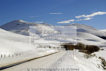 landscape lac guéry january afternoon french landscapes european travel volcans auvergne parc regional naturel monts-dore monts dore montsdore winter snowy massif central mountains france la francia frankreich europe
