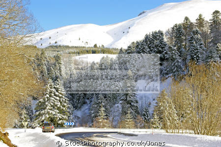 winter scenery near col guéry france french landscapes european travel volcans auvergne parc regional naturel monts-dore monts dore montsdore snowy massif central mountains la francia frankreich europe