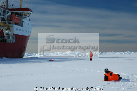 british antarctic survey royal research ship ernest shackleton brunt iceshelf polar natural history nature misc. shipping antarctica united kingdom