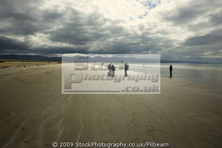 black rock beach criccieth north wales seascapes scenery scenic underwater marine diving sand people walking seaside gwynedd welsh país gales great britain united kingdom british