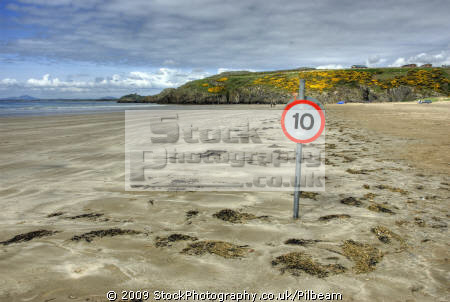 black rock beach criccieth north wales 10mph roadsign seascapes scenery scenic underwater marine diving sand people walking seaside gwynedd welsh país gales great britain united kingdom british