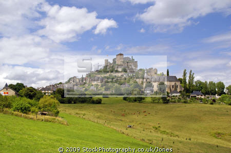 town turenne limousin france french landscapes european travel correze chateau ancient mediaeval medaeval touristic picturesque castle fortified hilltop la francia frankreich europe