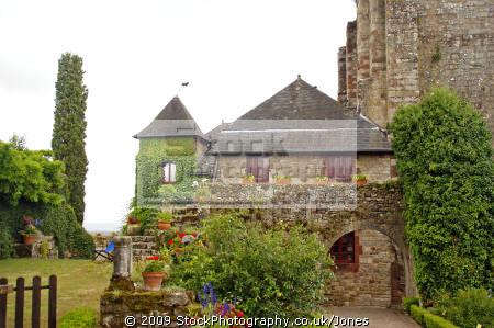 gardens hilltop chateau turenne limousin france french châteaus european travel correze ancient mediaeval medaeval touristic picturesque castle fortified la francia frankreich europe