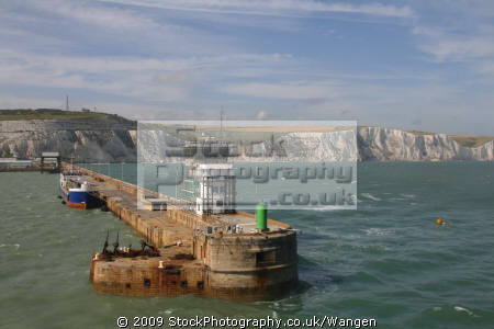 dover harbour harbor uk coastline coastal environmental ferry calais kent ramsgate england english angleterre inghilterra inglaterra great britain united kingdom british grande-bretagne grande bretagne grandebretagne großbritannien gran bretagna bretaña