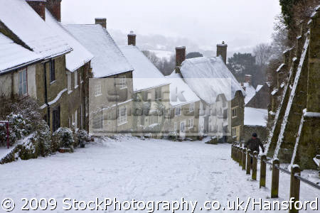winter gold hill shaftesbury dorset thatched houses british housing homes dwellings abode architecture architectural buildings uk snow cottages england english angleterre inghilterra inglaterra great britain united kingdom grande-bretagne grande bretagne grandebretagne großbritannien gran bretagna bretaña