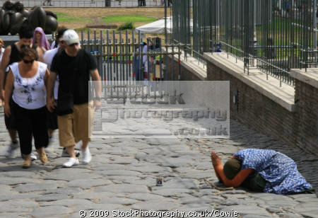 begger near colosseum. people persons homeless money rome roma roman italy italien italia italie europe european united kingdom british