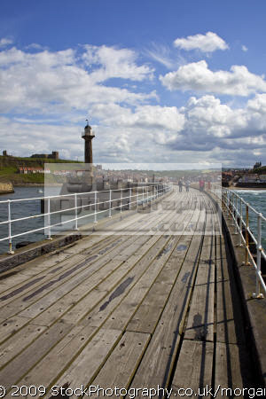 view harbour end west pier whitby north yorkshire harbor uk coastline coastal environmental seaside resort heritage england english angleterre inghilterra inglaterra great britain united kingdom british grande-bretagne grande bretagne grandebretagne großbritannien gran bretagna bretaña