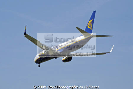 ryanair flight fr 8776 london stansted landing limoges france aircraft flying transport transportation uk airport airline 737-800 737 800 737800 aeroplane airplane haute-vienne haute vienne hautevienne limousin la francia frankreich europe european french
