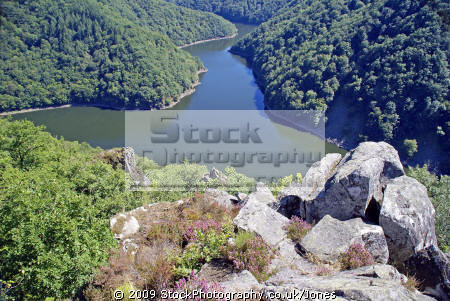 dordogne valley belvedere gratte bruyere near nuevic france french landscapes european travel forest confluence tributary limousin correze river glacial trees verdant wild sarandon sumene la francia frankreich europe