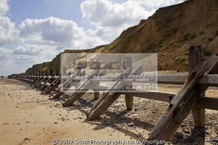 wooden sea defences beach cromer norfolk uk coastline coastal environmental seaside erosion sand england english angleterre inghilterra inglaterra great britain united kingdom british grande-bretagne grande bretagne grandebretagne großbritannien gran bretagna bretaña