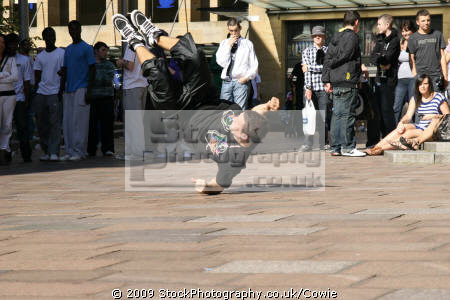 busking break dancing human activities people persons exercise glasgow central scotland scottish scotch scots escocia schottland great britain united kingdom british uk grande-bretagne grande bretagne grandebretagne großbritannien gran bretagna bretaña