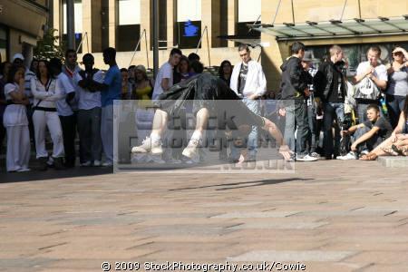 busking break dancing human activities people persons exercise performance glasgow central scotland scottish scotch scots escocia schottland great britain united kingdom british uk grande-bretagne grande bretagne grandebretagne großbritannien gran bretagna bretaña
