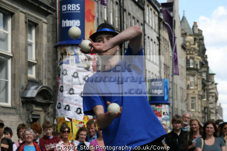 performing edinburgh fringe street performers buskers arts misc. juggling festival united kingdom british