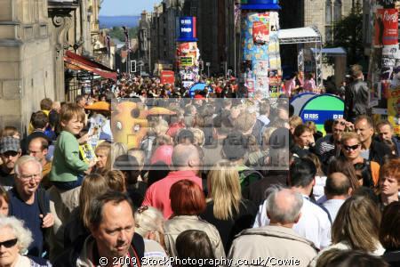 spot odd out. royal mile festival time human activities people persons street scene fringe edinburgh midlothian central scotland scottish scotch scots escocia schottland great britain united kingdom british uk grande-bretagne grande bretagne grandebretagne großbritannien gran bretagna bretaña