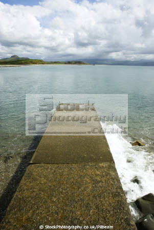 landing stage criccieth overlooking cardigan bay north wales seascapes scenery scenic sea boats mountains viewpoint gwynedd welsh país gales united kingdom british