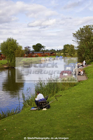 banks river avon stratford uk rivers waterways countryside rural environmental angler fishing boats water stratford-on-avon stratford on avon stratfordonavon warwickshire england english angleterre inghilterra inglaterra united kingdom british
