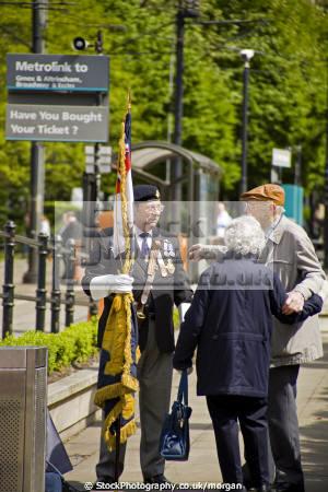 veteran soldier talks old couple memorial manchester lancashire medals flag pensioners talking england english angleterre inghilterra inglaterra united kingdom british