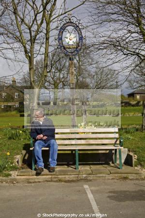 man sat seat wentworth south yorkshire men adult males masculine manlike manly manful virile mannish male lone solitary bench england english angleterre inghilterra inglaterra united kingdom british