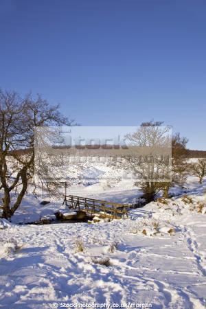footbridge burbage brook grindleford derbyshire countryside rural environmental winter snow stream foot prints peak district england english angleterre inghilterra inglaterra united kingdom british