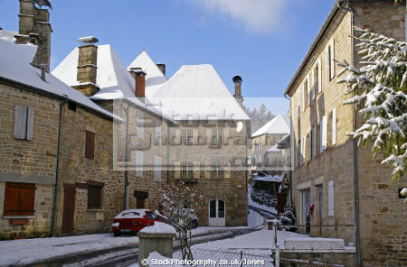 traditional houses village correze france french buildings european limousin snow snowy winter wintery christmas card picture post mediaeval medaeval corrèze la francia frankreich