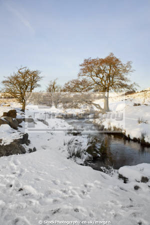 burbage brook winter grindleford derbyshire countryside rural environmental snow peak district landscape stream england english angleterre inghilterra inglaterra united kingdom british